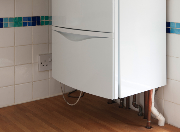Why Should I Consider Hiring a Professional for Hot Water Cylinder Installation
